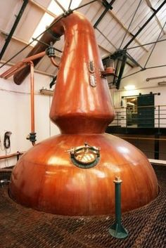 Glenkinchie Distillery Stills Whiskey Distillery, Bourbon Whiskey, Scotch Whisky, Scotland Food And Drink, Moonshine Still, Pot Still, Single Malt Whisky, Wine And Spirits, Scotland Travel