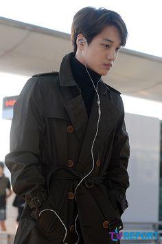 Kai - 141017 Shanghai Airport, arrival from Incheon Baekhyun Chanyeol, Exo Kai, Hot Korean Guys, Exo Korean, Asian Guys, Luhan And Kris, Exo Ot12, Kaisoo, Kim Jong Dae