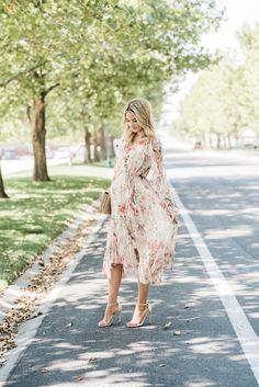 Maternity Dresses to Wear During Pregnancy - Baby Bump Fashion fashion. - Maternity Dresses to Wear During Pregnancy – Baby Bump Fashion fashion Floral - Beautiful Maternity Dresses, Floral Maternity Dresses, Stylish Maternity, Maternity Wear, Maternity Styles, Maternity Swimwear, Maternity Looks, Maternity Nursing, Maternity Photos