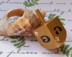 Floral Hanukkah Dreidel, Wooden Toy, Spinning top, Hanukkah Gift, Artist Judaica, Jewish spinning toy, spinning top, Artist Judaica, סביבון