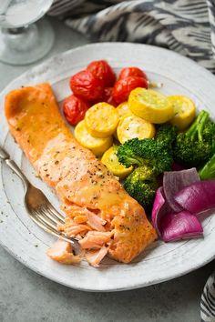 Bal, hardal ve Gökkuşağı renklerinde sebzelerle çok lezzetli bir tarif. Somon balığını yaz kış marketlerde , balıkçılarda bulabilirsiniz. Somon balıklı bir