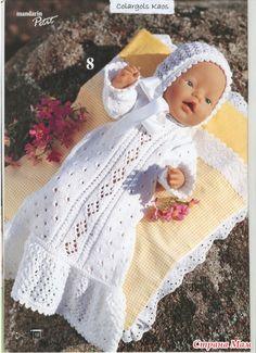 Связала внученьке платьице на крестины. Крестили в мае. В церкви ещё холодновато, поэтому платьице тепленькое. Мы ещё маленькие. Вязала из детской новинки.  Ушло около 5 моточков. Спицы № 3.