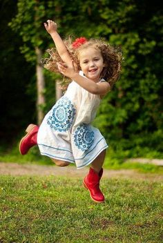 I'm loving her red boots! Such a cute picture. Precious Children, Beautiful Children, Beautiful Babies, Life Is Beautiful, Have A Happy Day, Happy Kids, Cute Kids, Cute Babies, Joy And Happiness