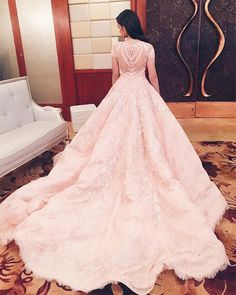Michael Cinco - worn by Liza Soberano (1b)