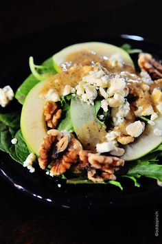 Apple Walnut Salad Recipe - Apple Walnut Salad is a delicious blend of spinach, tart juicy apples, walnuts and creamy bleu cheese crumbles. It is simply perfect for fall. Healthy Salads, Healthy Eating, Healthy Recipes, Apple Walnut Salad, Apple Salad, Great Recipes, Favorite Recipes, Think Food, Soup And Salad