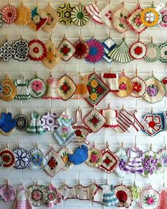 Love vintage potholders but don't know what to do with them? How about creating a display? Crochet Art, Vintage Crochet, Crochet Patterns, Vintage Potholders, Crochet Potholders, Crochet Hot Pads, Vintage Kitchenware, Crochet Kitchen, Vintage Tablecloths