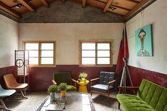 Ngôi nhà cổ kính mang đậm phong cách kiến trúc Nhật Bản này là di tích còn sót lại từ thế chiến thứ 2 tại Đài Loan. Được studio HAO tu sửa và thiết kế lại, ngôi nhà như lột xác, phong cách hơn và trẻ trung hơn. Hãy cùng Designs.vn chiêm ngưỡng tác phẩm nghệ thuật này nhé.