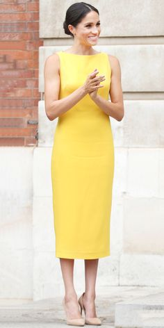 Meghan Markle anchored her yellow Brandon Maxwell dress by pairing it with a pair of classic, beige Manolo Blahnik pumps. InStyle's Look of the Day picks for July 2018 include Meghan Markle, Tracee Ellis Ross and Olivia Palermo. Meghan Markle Dress, Meghan Markle Outfits, Meghan Markle Style, Estilo Real, Fashion Advice, Fashion Outfits, Womens Fashion, Fashion Trends, Fashion Weeks