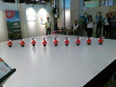 Japanilaiset Murata cheerleader robotit esiintyivät ensikertaa Euroopassa.