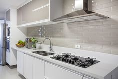 Interior design is the best thing you can do for your home Kitchen Decor, Kitchen Design, Classic Interior, Luxury Homes Interior, Apartment Kitchen, Interior Design Tips, Scandinavian Interior, Rustic Interiors, Kitchen Remodel