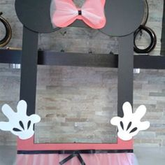 Minnie Mouse Frame Photo Booth by mariscraftingparty on Etsy Minnie Mouse Theme, Mickey Mouse And Friends, Mickey Mouse Clubhouse, 1st Birthday Princess, Little Girl Birthday, Diy Party, Party Favors, Daisy Duck Party, Party Themes