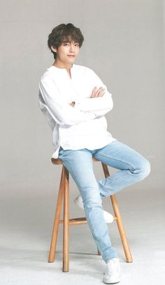 Devil in white but he's tae 💜 so I'm ok Foto Bts, Bts Photo, V Taehyung, Daegu, Billboard Music Awards, Kpop, V And Jin, V Bts Cute, V Bts Wallpaper