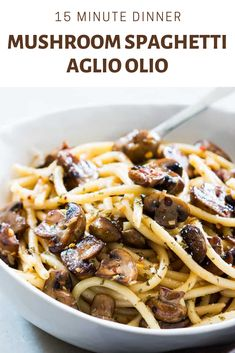 An easy recipe for lazy nights when you crave some pasta goodness which comes through best in spaghetti! This Mushroom Spaghetti Aglio Olio is a really quick and comforting meal involving fewer ingredients. Its perfect for meatless weeknights! Pasta Recipes, Dinner Recipes, Cooking Recipes, Amish Recipes, Dutch Recipes, Southern Recipes, Spaghetti Aglio Olio Recipe, Easy Pasta Sauce, Cooking Spaghetti