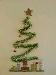 DIY Christmas Wall Decor Ideas for 2019 that spells out the Christmas joy in the most appropriate way - Saudos Christmas Stairs Decorations, Wall Christmas Tree, Modern Christmas Decor, Office Christmas, Noel Christmas, Christmas Wreaths, Christmas Crafts, Christmas Ornaments, Apartment Christmas