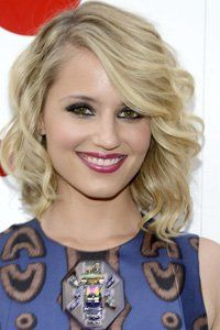 Dianna Agron\'s bob hairstyle looks really stylish thanks the side-sweeping fringe and loose wave