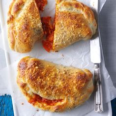 Quick Calzones Recipe -Leftover meat sauce makes a hearty calzone that tastes like its made from scratch. Top the calzones with a sprinkling of Parmesan. Taste of Home Test Kitchen Milwaukee Wisconsin Dinners To Make, Easy Meals, Healthy Meals, Kids Meals, Empanadas, Frozen Bread Dough, Stromboli, Easy Food To Make, Italian Recipes