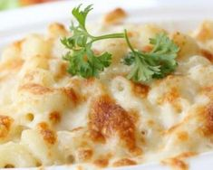 Gratin de coquillettes façon carbonara allégé : http://www.fourchette-et-bikini.fr/recettes/recettes-minceur/gratin-de-coquillettes-facon-carbonara-allege.html
