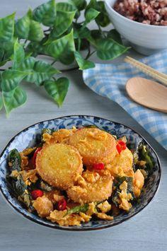 Golden Salted Egg Yolk Tofu 黄金咸蛋豆腐 - Eat What Tonight Vegetarian Recipes, Cooking Recipes, Healthy Recipes, Yummy Recipes, Cooking Tofu, Cooking Ideas, Yummy Food, Egg Yolk Recipes, Egg Tofu