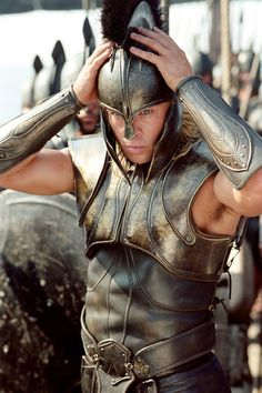 Brad Pitt as Achilles in the movie Troy Greek Warrior, Fantasy Warrior, Troy Achilles, Troy Movie, Ovid Metamorphoses, Silvester Stallone, Oklahoma Usa, Trojan War, Portrait Photography Men