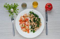 Makaron pełnoziarnisty z krewetkami, jarmużem i pomidorami