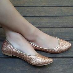 Sapatilha glitter dourado em tecido especial. Compre já: www.prigoncalves.com.br