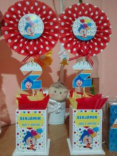 centros de mesa payaso plim plim Carnival Themed Party, Circus Party, Party Themes, 2nd Birthday, Birthday Parties, Ideas Para Fiestas, First Birthdays, Christmas Ornaments, Holiday Decor