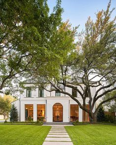 10 Favorite Homes with Curb Appeal – Design Chic Monday Top Ten: Curb Appeal SHM Architect – Coats Homes Builder – Collins Interiors – Nathan Schroeder Photography Dream Home Design, My Dream Home, Style At Home, Dream House Exterior, Colonial House Exteriors, Tiny House Plans, Home Fashion, Texas Fashion, Home Builders