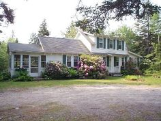 Tremont Cottage Sleeps 7. 700. No Pets. View of Harbor.