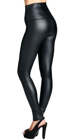 The perfect leather look leggings are back. Wear them high waisted or fold over the waistband if that is more comfortable for you.  #falllook #fall2017 #silvericing #fauxleather #leatherleggings #ootd #leggings #blackleggings