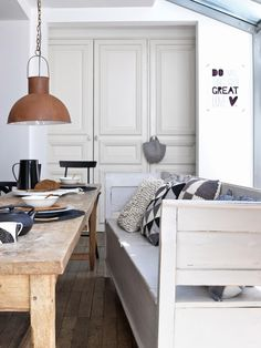 Milo and Mitzy est 2011: House tour - small living