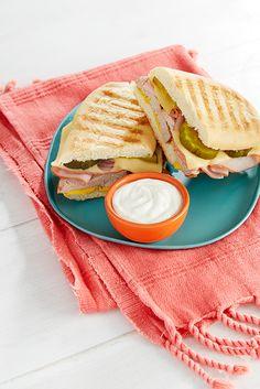 Kombiniere den FAGE Total mit deinem Sandwich für eine leckere Herbstspeise.