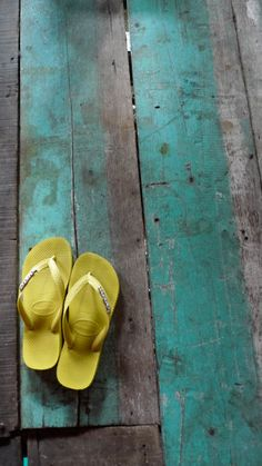 sunny yellow havaianas and a touch ofturquoise painted wood.