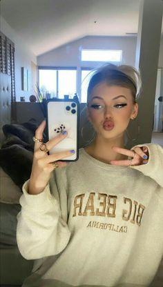 Portrait Photography Poses, Girl Photography, Loren Gray Snapchat, Snapchat Selfies, Beautiful Girl Drawing, Metallic Jacket, Celebrity Stars, Just Girl Things, Natural Makeup