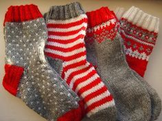 Christmas socks, Drops pattern Tanssivat kädet - Dancing hands