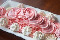 meringue roses for mothers day Piping Frosting, Frosting Flowers, Holiday Cakes, Special Birthday, Meringue, Celebrity Weddings, Amazing Cakes, Roses, Teacher