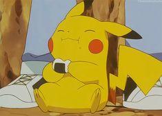 Pikachu comiendo bolitas de arroz