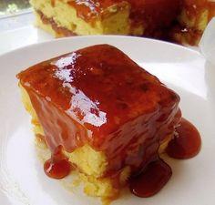 Κέικ με σάλτσα φράουλας μέσα – έξω! Greek Recipes, French Toast, Pie, Breakfast, Desserts, Cakes, Food, Torte, Morning Coffee