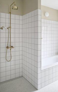 TERRAZZO I 1920'ER BADET. Ny terrazzogulv på badeværelse i Ølandssten og hvid beton