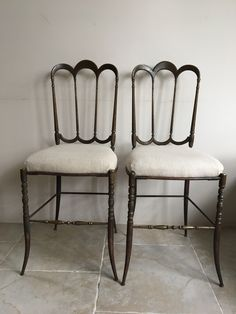 Paire chaises Chiavari en laiton Vanity Bench, Decoration, Bar Stools, Furniture, Home Decor, Hemp, Chairs, Brass, Decor