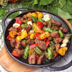 Nefis baharatlarla taçlandırdığımız etlerimizi sizler için günlerce dinlendirip öyle hazırlıyoruz  Eşsiz bir et deneyimi için, akşam yemeğine #Koruİstanbul'a davetlisiniz! ✨ We age our meats for days and spice them with delicious spices for you!  You are invited to #Koruİstanbul for a unique meat experience! ✨
