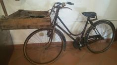 Antiche tradizioni marinaresche custodite al vecchio macello di #bellariaigeamarina, la bici per vendere il pesce!
