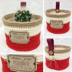 """Panier cache-pot de la collection """"Naturels poudrés"""" réalisé au crochet avec du fil coton Natura XL rouge Cerise, Ivoire et de la ficelle de jute. Disponible sur mon blog Aline Cerise."""