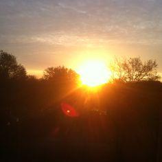 Betoverend mooie zonsopgang vanuit hotelkamer #mitland #utrecht