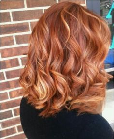 Sunset blonde vivace su questo caschetto medio. <span class='copyright'>Pinterest @Cheyenne Sosa</span>