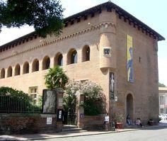 C'est le Musée Saint-Raymond ou Museo de antigüedades de Toulouse. Toulouse, Museums, Saint, Mansions, House Styles, Home Decor, Cities, Mansion Houses, Homemade Home Decor