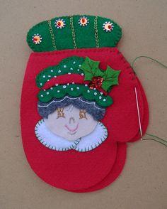 Ideas que mejoran tu vida Felt Christmas, Christmas Holidays, Christmas Crafts, Merry Christmas, Christmas Decorations, Xmas, Christmas Ornaments, Holiday Decor, Strawberry Crafts