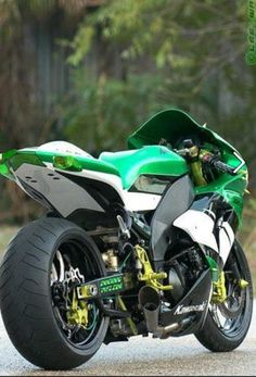 Kawasaki...it's a zx-10r, I think gen1- it looks great from this angle but I suspect it may be one those lowered far too far and long swinging arm nonsense??