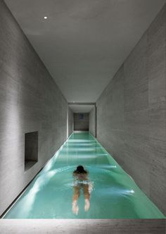Swimming pools are traditionally built outside but what if you live in harsh weather conditions? We have cool indoor swimming pool ideas for you. Indoor Pools, Lap Pools, Langer Pool, Future House, My House, Luxury Pools, Dream Pools, Swimming Pool Designs, Cool Pools