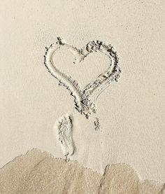 Spread love wherever you go!👣❤️ Compartilhe amor onde é que você for!🌹