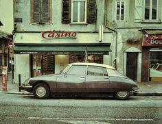 Citroen DS devant le Casino de la Grande Rue Saint Michel | by xwattez